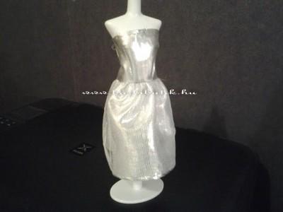 ezüst színű barbie ruha