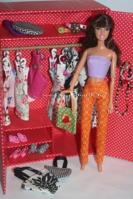 kész szekrény barbieval