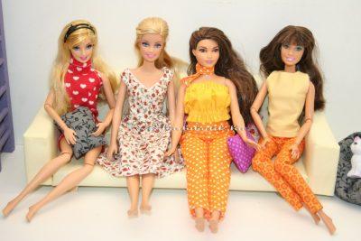barbiek a kanapén négyes
