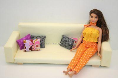 curvy barbie kanapén