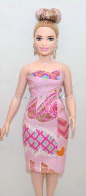 curvy barbie rövid estélyiben
