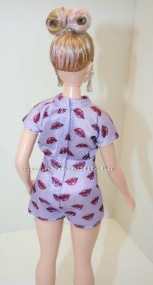 fehérbőrű curvybarbie hátulrólfehérbőrű curvybarbie hátulról