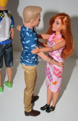 Ken és curvy barbie táncolnak