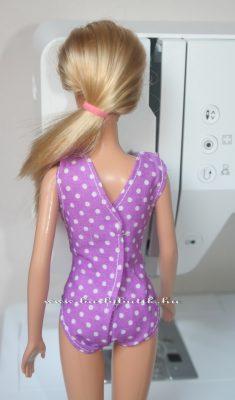 barbie egyrészes fürdőruha hátulról