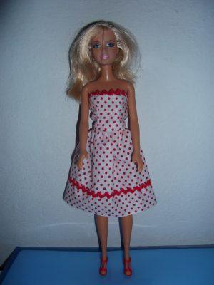 egyszerű piros pöttyös barbie ruha KZS