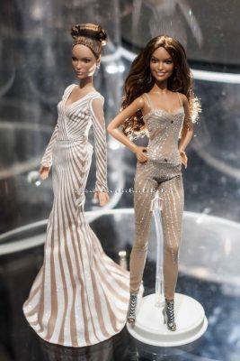 Jennifer Lopez -ről mintázott barbie baba