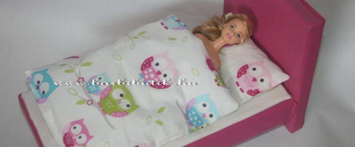 Az ágy mellé elkészült az ágynemű is Barbienak