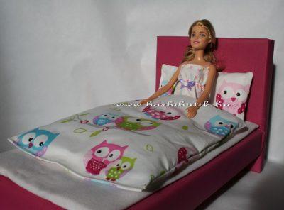 barbie ágyban