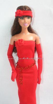 piros csőruha kesztyűvel övvel