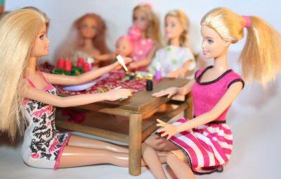 barbie körömlakkozás