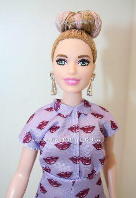 fehérbőrű curvy barbie