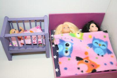 barbie gyerekek ágyban