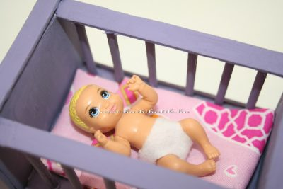 barbie kiságy babával ágyneművel