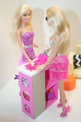 barbie a pénztárnál