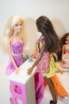 barbie csomagol