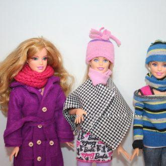 Itt a hideg ismét elkél a Barbie sál és sapka