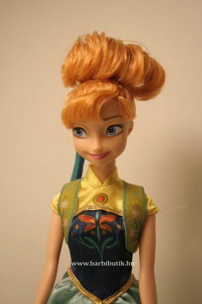 Anna Barbie közeli