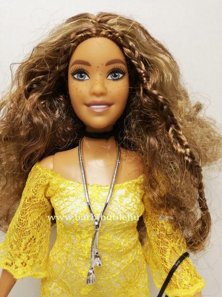 barna hajú dundi barbie sárga ruhában 2