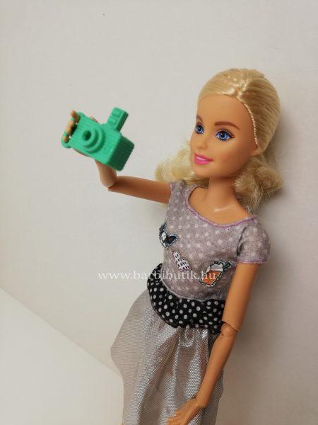 barbie fényképezőgéppel